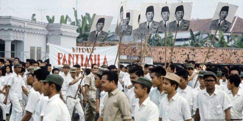 Parade Pemuda pemudi Barisan Soekarno./Repro