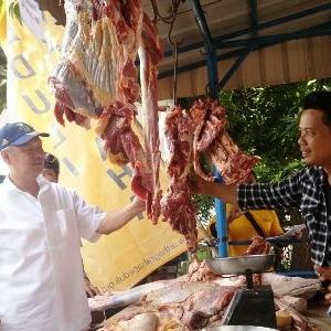 Tomy Winata Tinjau Pasar Murah AGP Di Pulogadung