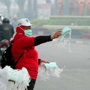 10 Ribu Masker Dibagikan Untuk Antisipasi Abu Gunung Gamalama