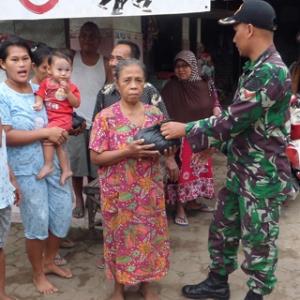 TNI Di Mojokerto Kumpulkan Dan Salurkan Zakat Fitrah