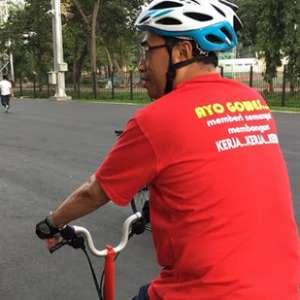 Jaga Stamina, Menhub Gowes Sepeda Keliling GBK