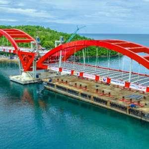 Besi Pembatas Jembatan Holtekamp Belum Terpasang