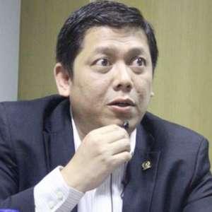 Anggota DPR Donny Disebut ke Singapura