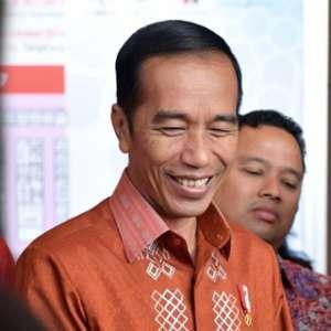 Jokowi: Masak Presiden Buat Pabrik Dan Bikin Mobil Esemka Sendiri