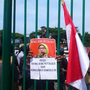 Demo Di DPR, JAMPN Tuntut Ratna Dewi Pettalolo Dan Suami Dipecat
