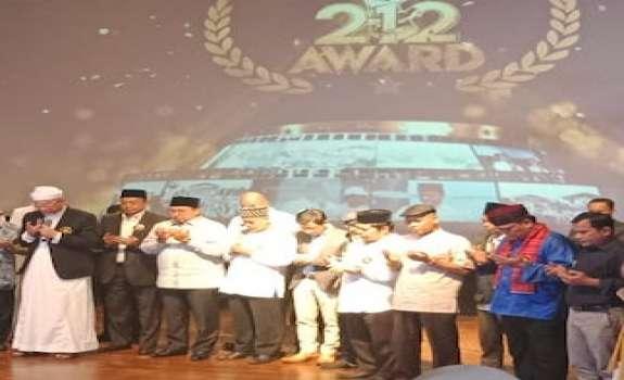 Doa Bersama Di 212 Award