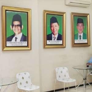 Di Kantor PPP Diponegoro Foto Djan Faridz Diturunkan