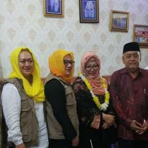 Dikunjungi Mbak Tutut, Pimpinan Pesantren Al Mubarak Serang Terkenang Jasa Soeharto