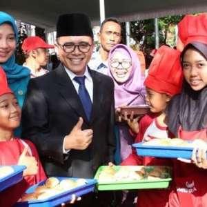 Hardiknas, Bupati Banyuwangi Dorong Sekolah Bersiap Hadapi Revolusi Industri 4.0