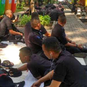 Ratusan Anggota Brimob Sumut Stand By Di Taman Suropati