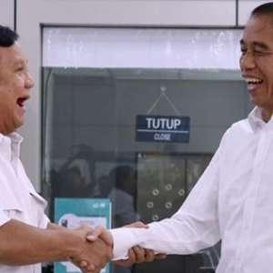Kecewa Dengan Pertemuan Jokowi-Prabowo? Tersenyum Saja