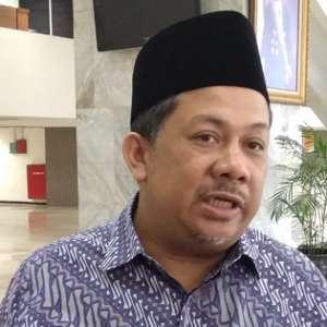 Fahri Hamzah Kagumi Jokowi Yang Kenakan Baju Adat Sasak