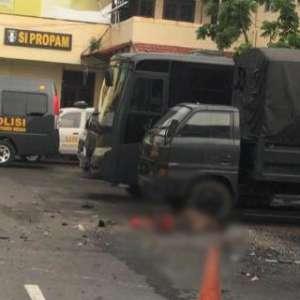 Ledakan Di Polrestabes Medan Diduga Bom Bunuh Diri