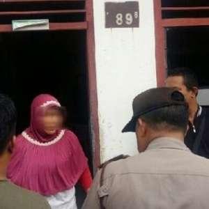 Dijemput Polisi, Kerabat Terduga Pelaku Bom Bunuh Diri Di Medan Sempat Menangis