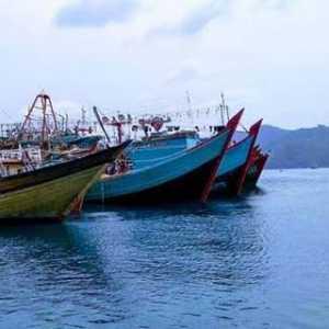 Maraknya Kapal Asing Di Natuna Saat Musim Utara