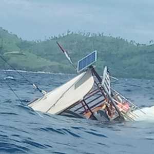 Inilah Detik-detik Karamnya Kapal Phinisi Bali Yang Bawa Wartawan Istana