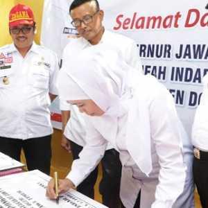 Tinjau Pengelolaan Bantuan Di Donggala, Gubernur Khofifah Resmikan Dan Serahkan Bangunan SD