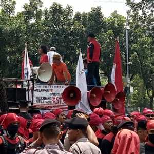 Tolak Omnibus Law RUU Ciptaker, Buruh Jakarta Sambangi Kantor Anies Baswedan