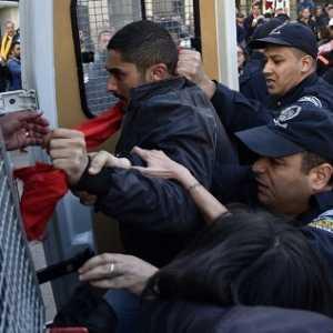 Organisasi HAM: Pandemik Covid-19 Jadi Kesempatan Aljazair Tangkap Para Aktivis Hirak