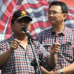 Jangan Kapok, Jokowi Selanjutnya Bisa Lelang Mobil Esemka Dan Baju Kotak-kotak