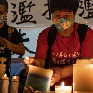 Lewat Nyala Lilin, Warga Hong Kong Kenang Peristiwa Berdarah Tiananmen 1989