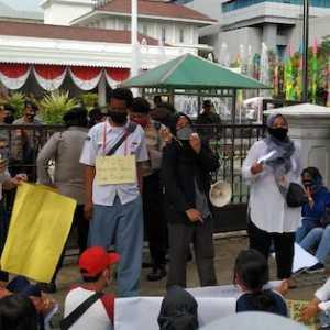 Demo Di Balaikota, Orang Tua Murid Minta PPDB Dikembalikan Ke Jalur Zonasi