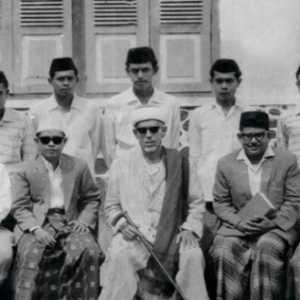 Guru Tua Habib Idrus Salim Al Jufri, Kisahkan Mimpinya Tentang Warna Bendera Merah Putih Pada Soekarno