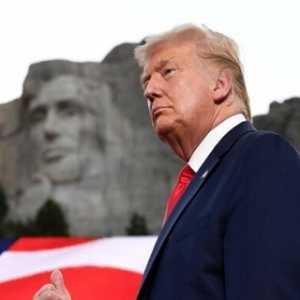 Singgung Demonstran Anti-Rasisme Dalam Pidato Hari Kemerdekaan, Donald Trump: Tujuan Mereka Mengakhiri Amerika