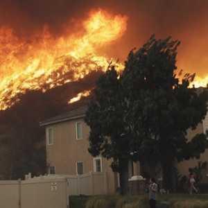 Kebakaran Hebat Landa California, Ribuan Warga Terpaksa Mengungsi Di Tengah Wabah