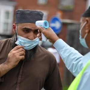 Netizen Inggris: Ada Aroma Islamophobia Dibalik Penguncian Lokal Jelang Idul Adha