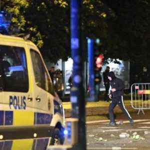 Swedia Rusuh, Massa Pendukung Politisi Pembakar Alquran Lempari Batu Ke Arah Aparat