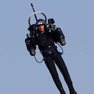 Pria Misterius Terbang Dengan Jetpack Setinggi 900 Meter, Kejutkan Pilot American Airlines