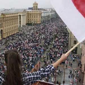 Kembali Puluhan Ribu Massa Berbaris Melawan Lukashenko, Belarusia Menuntut Keadilan