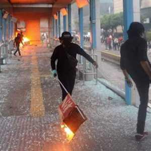 Andi Arief: Masak Sih Jokowi Bisa Tidur Nyenyak Saat Pembakar Halte Bebas Tapi Pembakar Semangat Rakyat Ditahan?