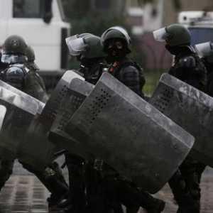 Makin Kacau, Demo Di Belarusia Diwarnai Pengunaan Senjata Militer Oleh Pasukan Keamanan