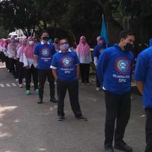 Di Bekasi, Ribuan Buruh Konvoi Ke Gedung DPRD