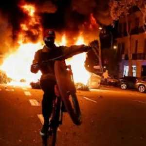 Protes Anti Pembatasan Sosial Di Spanyol Berujung Rusuh, Polisi Dan Pengunjuk Rasa Terlibat Bentrok