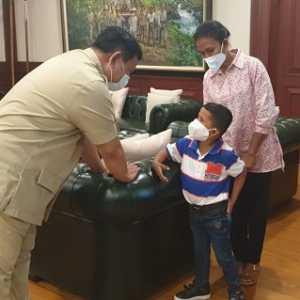 Usai Jalani Terapi Untuk Kaki Baru, Yessi Kunjungi Menhan Prabowo