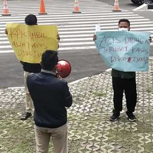 Demonstran Gagak Desak KPK Periksa Wakil Ketua DPR Azis Syamsuddin