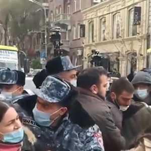 Massa Kembali Turun Ke Jalan Tuntut PM Armenia Nikol Pashinyan Mengundurkan Diri