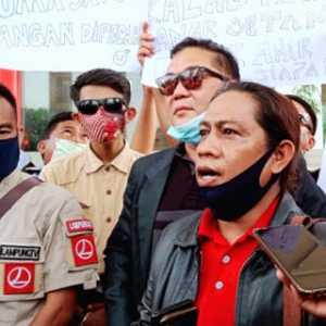 Protes Intimidasi Terhadap Jurnalis, Puluhan Wartawan Lampung Gelar Aksi Diam Di Depan Kantor Walikota