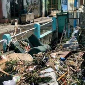 Selain Hujan Deras, Limbah Kasur Juga Jadi Penyebab Genangan di Surabaya