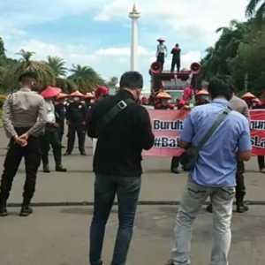 Peserta Aksi KSPI Di Patung Kuda, Kalau Diizinkan Bergerak Ke MK