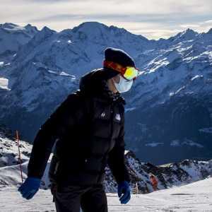 Tak Ingin Kena Wajib Karantina, Ratusan Turis Inggris Kabur Dari Resor Ski Swiss