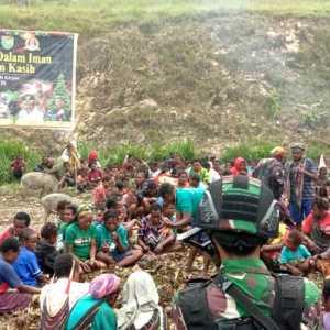Dihadiri Ratusan Warga, Festival Bakar Batu Di Lapangan Yokatapa Papua Berlangsung Aman Dan Kondusif