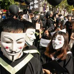 Gelar Protes Pro-Demokrasi Saat Upacara Kelulusan, Delapan Warga Hong Kong Ditangkap