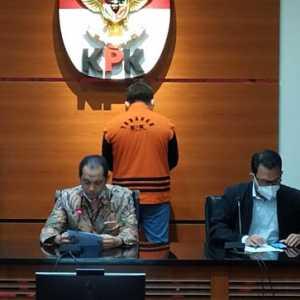 Diduga Suap Mantan Bupati Cirebon Sunjaya, KPK Resmi Tahan Sutikno