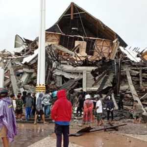 Tangani Gempa Majene, Polri Kirim Sejumlah Bantuan