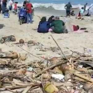 Libur Nataru Usai, Pantai Santolo Garut Penuh Sampah