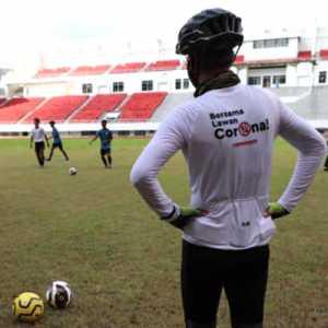 Minta Masukan Pemain, Gubernur Jateng Ajak Tim EPA PSIS Jajal Rumput Stadion Jatidiri